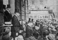 A londoni konferencia német bizottsága élükön Wilhelm Marxszal, Strasemannal és dr. Lutherrel az angol külügyminisztériumba indul.jpg