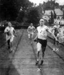 A 200 méteres síkfutás döntője. Houben (x) győz Kurunczy (xx) ellen