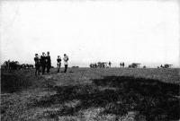 Ferenc József távcsővel figyeli a hadtestet