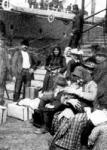 Kivándorlók a fiumei kikötőben