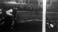 Vasas-NSC - A Vasasok második gólját Szentmiklóssy rúgja, Gallovich hiába veti el magát nem védheti