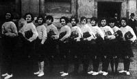 Az első női tőrvívóverseny Budapesten. A verseny résztvevői Engel, Bujtay, Keszthelyi, Wollemanné, Jozefik, Aczél, Horti, Bendár, Orbán, Benedict, Durand