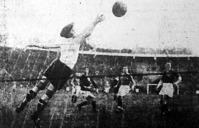 A harmadik svéd gól. Johanson kicselezi Fogl II.-őt és Biri mellett a hálóba lő