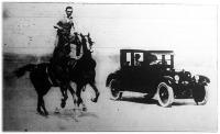 Lovas és autó versenye