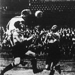 Jelenet a bajnoki döntőről - Stecovits befejeli az első gólt