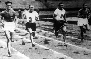 A 100 méteres síkfutás mezőnye. Óriási küzdelem árán Hajdu (x) nyerte 10.7 mp alatt