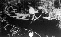 Keskeny csónakon a brazil ősvadonban