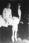Charlie Chaplin és Merna Kenedy a Cirkusz című film egyik jelenetében. A film felvételeit Chaplin válási botránya miatt félbe kellett szakítani