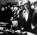 Vázsonyi Vilmos özvegye a Vörösmarthy utcában nyilvános főzőiskolát nyitott, amelynek tiszta jövedelmét jótékonycélra fordítják