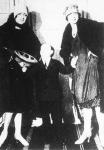 Ulps, a híres törpe artista felesége és leánya társaságában