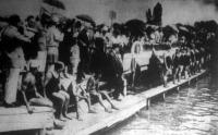A hölgyversenyzők startja a Balaton-átúszó versenyen