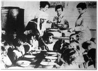 Horthy Miklósné, a kormányzó felesége szegény-gyermekebédeltetési akciót indított meg