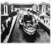 A 225 méter hosszú és 15 méter mély hannoveri Hindenburg-zsilipet ünnepélyes keretek között adták át rendeltetésének.