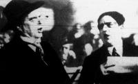 Mascagni és Papaccio egy nápolyi gyűlésen előadják az új himnuszt