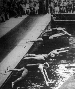 A 100 méteres gyorsúszás startja. Elöl Mészárovits, mögötte Wannie I., Bárány és Gáborffy