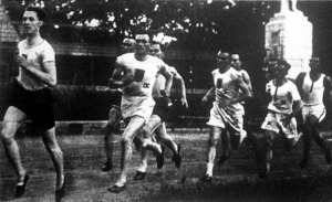 Marton József (x) rekordot állított fel 1500 m-en, úgy hogy a verseny nagy részében az utolsó helyeken futott