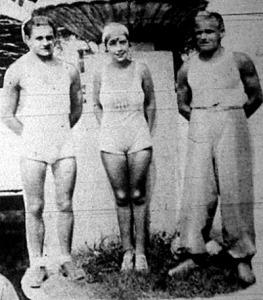 Geőcze János (balra) a Balatonátúszás bajnoka, Szilágyi Mariann a hölgybajnok és Páhok István