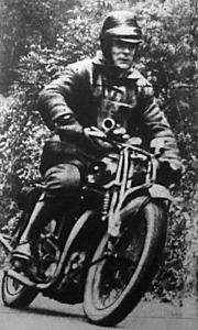 Dr Varga Béla birkózóbajnok a jánoshegyi versenyen motoros versenyzőként mutatkozott be
