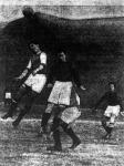 A magyarok első gólját Weber befejeli (Hungária-Spárta)