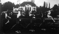 A 110 méteres gátfutó bajnokságának mezőnye az első gát fölött. Várkonyi, Muskát, Göndör és a győztes Püspöky