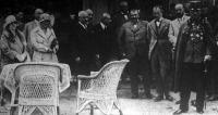 József főherceget fogadja a Galamblövő Egyesület elnöksége a sportlőtér avatásán