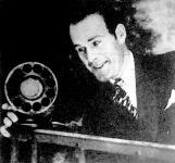 A beszélőfilm mikrofonja előtt