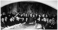 A jóvátételi bizottság pénzügyi szakértőinek tanácskozása a párizsi V. George szálló nagytermében