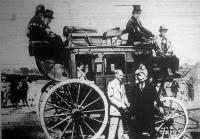 Henry Ford, a világ leghatalmasabb autógyárának tulajdonosa a baltimore-i közlekedésügyi kiállításon.