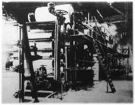 A 43 méter hosszú kartonlemezgép elölről (Első Magyar Kartonlemezgyár)