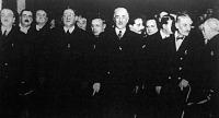 Balbino fogadtatása a Keleti pályaudvaron. A kettessel jelölt személy Klebersberg, a négyessel Balbino