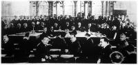 Az államférfiak gyűlése Genfben. Középen ül Zaleszki lengyel miniszterelnök,