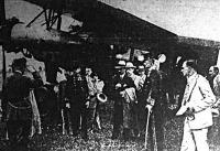 Bethlen kiszáll a Debrecenből érkező repülőgépből