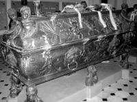 Nagy Károly koporsója Nagykárolyban