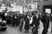 Missouri történeti múzeum 1931- ből való fotója. Munkanélküliek felvonulása a  Gesztenye utcában