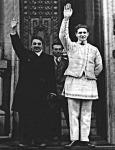 A fehérben Codreanu, a Vasgárda alapitója