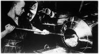 A csiszológépből kilapátolják az ezüstshillinget (Anglia)