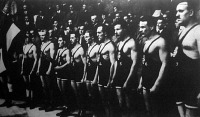A szabadstílusú birkózó Európa-bajnokságon résztvevő magyar versenyzők. Zombori Ödön (1), Fehér (2), Kárpáti (3), Zombory Gyula (4), Péterfi (5), Tunyoghy (6), Varga (7)