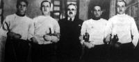 Az MTK bajnok kardcsapata Hamvai István, dr. Dietz István, Kun Sándor, Erdélyi Jenő, Liebermann Pál