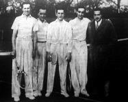 A győztes francia teniszezők a margitszigeti pályán Gabrovitz, Gentien, Brugnon, Du Plaix és a magyar bajnok Kehrling Béla