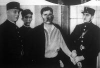 Gorgulov, aki meggyilkolta Daumert és megsebesítette Claude Farrere-t