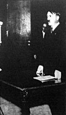 Hitler bejelenti a Népszövetségből való kilépést