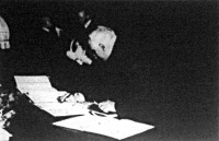 Von Hassel római német nagykövet aláírja a négyhatalmi (Anglia, Franciaország, Németország, Olaszország) paktumot
