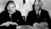 Litvinov és Hull, amerikai külügyi államtitkár washingtoni tárgyalásai során több világpolitikai jelentőségű megállapodást kötött, többek közt az U.S.A. elismerte a Szovjetuniót