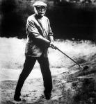 A 93 éves amerikai milliárdos, John D. Rockefeller golfozik