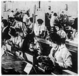 Női munka a gyártósoron