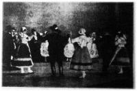 """Kép a """"Gyöngyös Bokréta"""" egyik színpadi jelenetéről"""