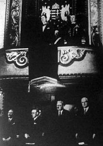 A megnyitó ünnepélyen Horthy Miklós kormányzó is részt vett. Mellette a díszpáholyban fia, ifj. Horthy Miklós