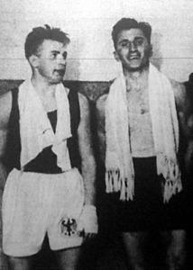 Sandu román légsúlyú bajnok (jobbra) pontozással győzte le a mellette álló Weinhold német bajnokot