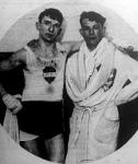 Énekes István (jobbra) legyőzött ellenfelével, az osztrák Blichmannal