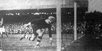 Az első magyar gól Platzer kapus hálójában